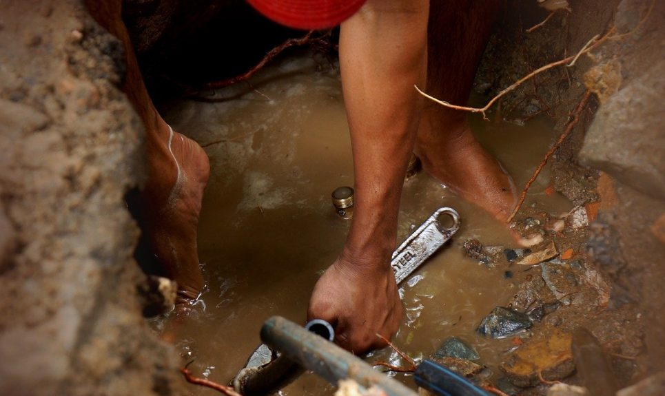 Comment réparer une fuite d'eau dans la salle de bain?