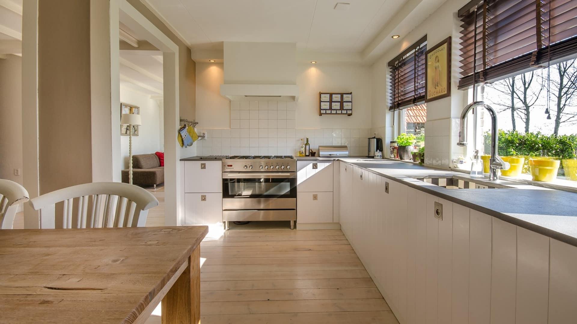 Mettez le feu à votre cuisine avec le sol SPC clipsable
